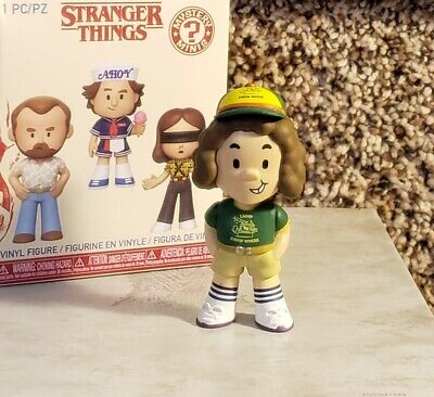 Stranger Thing's FUNKO Mini DUSTIN HENDERSON (Camp Know Where Tee) 2019 Series 2