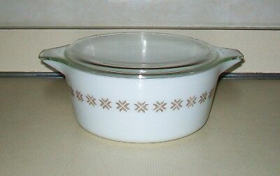 Vintage Pyrex Glass Town Country Brown on White 475-B 2 1/2 Qt. Casserole w Lid