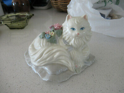 A Vintage Cat Ornament Musical Working