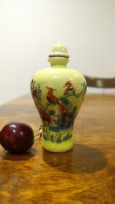 2 Chinese porcelain snuff bottles