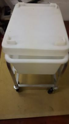 Mobile Spice cart with lid NSA Approved for food