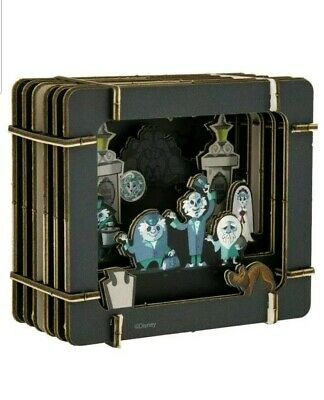 NEW IN PACKAGE Disney Parks Haunted Mansion Hitchhiking Ghosts Paper 3D Diorama