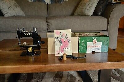 Singer Sewhandy Vintage Child's Real Sewing Machine / Model No. 20