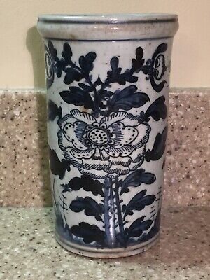 Antique Chinese blue and white porcelain brush pot, 19th Century.