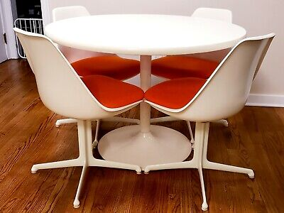 Saarinen Knoll style table and chairs