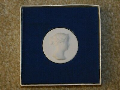 White Parian Porcelain Round Medallion Cameo Of A Lady Berlin? Kpm? Kaiser?