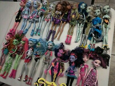 HUGE Monster High Doll Lot TOTAL OF 23 Dolls w/ Clothes and Accessories Mattel