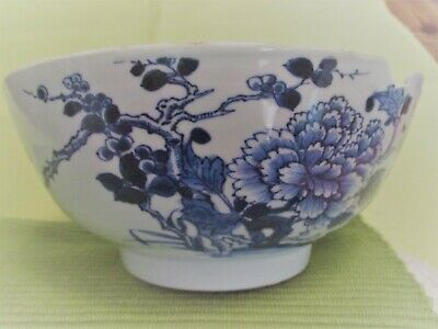 A Large Chinese Kangxi Blue and White Porcelain Bowl.