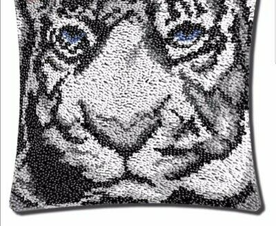 Tiger latch hook with printed canvas 45 cm x 45 cm