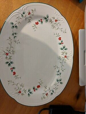 Pfaltzgraff WINTERBERRY Oval Lg Serving Dish Platter Christmas Holly Red Berries