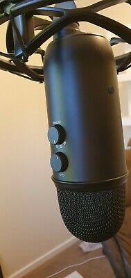 Blue Microphone Yeticaster Professional Broadcaster with Yeti / Radius III
