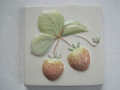 VINTAGE MARLBOROUGH 11 cms MOULDED & HAND-PAINTED TILE - STRAWBERRIES MATT GLAZE