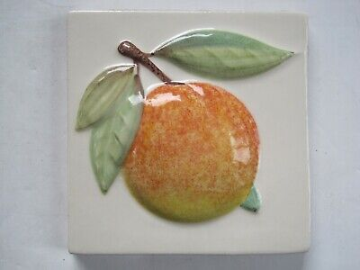 VINTAGE MARLBOROUGH 11 cms MOULDED & HAND-PAINTED TILE - PEACH ON CREAM