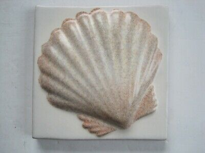 VINTAGE MARLBOROUGH 11 cms MOULDED & HAND-PAINTED MATT GLAZED TILE - SCALLOP