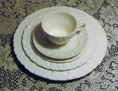 WEDGWOOD QUEENSWARE Shell Edge Cream On Cream 5 PC. PLACE SETTING Plates Cup