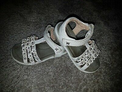 Girls size 7 sandals Butterfly Flower white sparkly Velcro floral TU Shoes cream