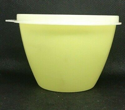 148-33 Vintage Tupperware Small Wonderlier bowl with classic lid #148