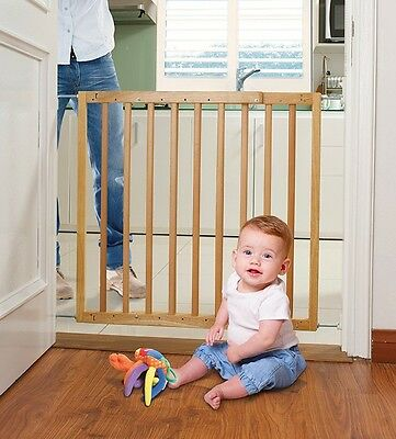 Dreambaby Child Toddler Safety Stair Gate Barrier Natural Wood