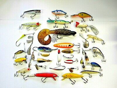 LARGE Mixed Lot - 32 Vintage Fishing Lures - LOT NUMBER: B1