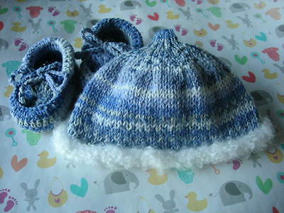 Hat and booty mitts + brooch set. Blue. Hand knitted. 0-3 months. Crofter wool.