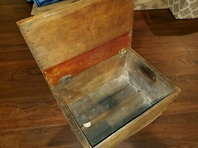 Vintage Canada Dry 10 Cent Crate Box with hinged top