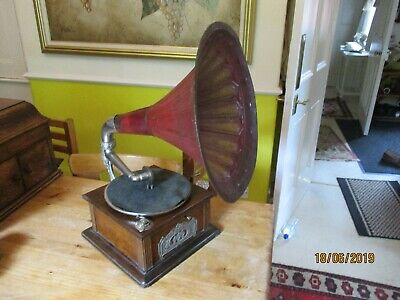A good original horn tin horn gramophone phonograph in working order