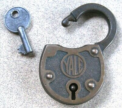 OLD YALE OVAL BRASS PAD LOCK with Original Matching #14 BARREL KEY,Vintage,Antq