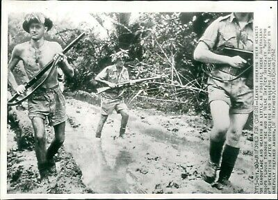 1942 Press Photo Military Troops New Guinea Operation Japanese Uniform 8X10