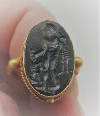 Scarce Roman Gold Ring High Carat Gold Agate Intaglio Hunter Carrying Animals