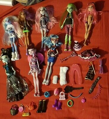 Small Bundle Of Monster High Dolls & Accessories - Draculaura, Ghoulia, Abby etc