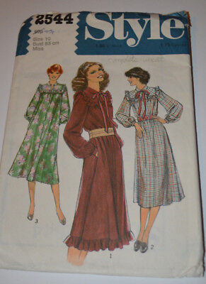 sewing pattern dress with country 80s romatic look