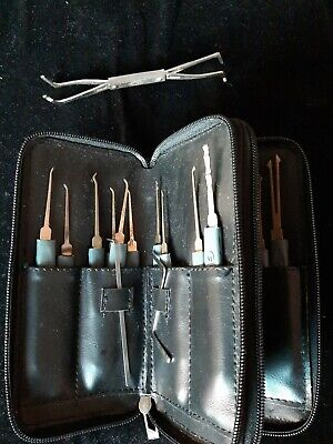Lock Pick Set. 20 Picks, Bottom Of The Keyway and z tensioners and carry case.