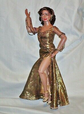 "Robert Tonner  African-American 16"" Emme Fashion Doll Original Outfit Beautiful!"