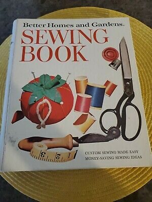 VINTAGE BETTER HOMES and GARDENS SEWING BOOK 1970 Hardcover 5 RING BINDER GC