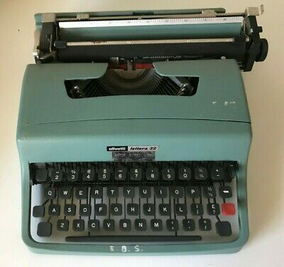 Vintage Olivetti Lettera 32 Typewriter Made in Spain With Case