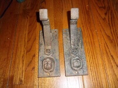 *OLD IRON* Vintage *DRAPERY/CURTAIN BRACKET* Great Condition Sinister Design