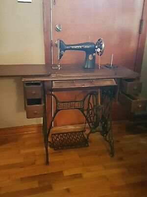 Antique 1925 Singer Treadle Sewing Machine