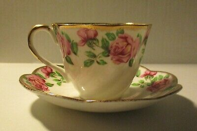 Salisbury Bone China Porcelain Tea Cup and a Saucer Red Roses Made in England