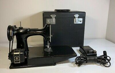 Vintage 1947 Black Singer Featherweight 221 Sewing Machine - Clean Machine