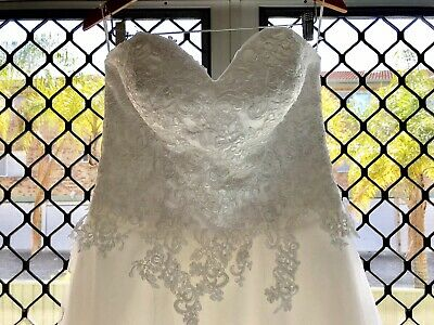 Lace and Tulle Strapless Wedding Dress Size 14 With Sweetheart Neckline