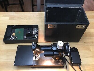 Nice Vintage 1946 Singer FEATHERWEIGHT 221-1 Sewing Machine AG703216 Serial #