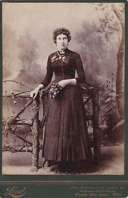 Cabinet Card Fond Du Lac,Wis,Lady Holding Bouquet,Jewelry, Curly Hair,Dress Dark