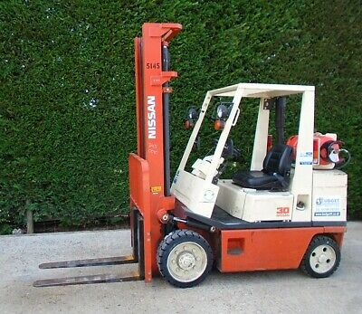 Nissan FGC30 gas forklift 4000mm lift height very low hours