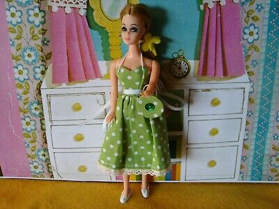 VINTAGE DANCING DAWN DOLL comes with FASHION outfit and vintage shoes MINTY