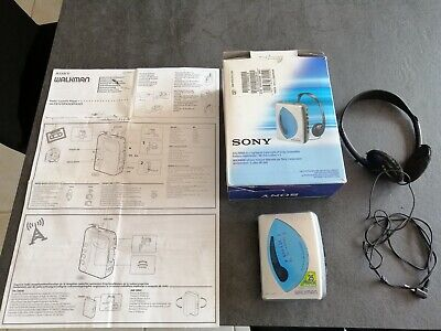Walkman Sony WM-FX193 Radio Cassette Player with booklet and Box !! TESTED