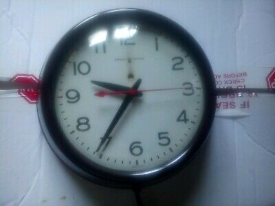 Vintage GE Bakelite Wall Clock 1950's Model 2908 USA Proffesionaly Cleaned