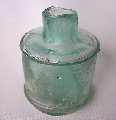 INK BOTTLE GREEN 1800s  ANTIQUE CONDITION GREEN GLASS ROUND SHAPE RARE INK POT
