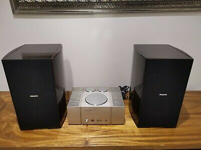 Audiophile Toshiba SC-M15 Power Amplifier with a pair of speakers.