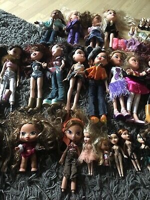 Bratz HUGE!!! doll bundle 29 dolls with shoes, and clothes