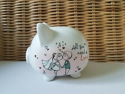 Sparschwein All you need is Love